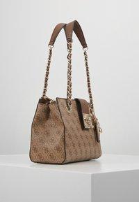 Guess - LOGO CITY SML SOCIETY SATCHEL - Handbag - brown - 3