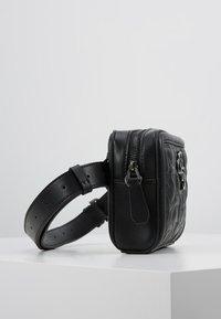 Guess - NEW WAVE CONVERTIBLE BELT BAG - Heuptas - black - 3