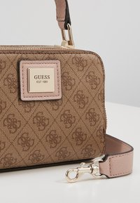 Guess - CANDACE MINI CROSSBODY - Sac à main - brown - 6