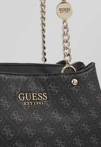 Guess - LORENNA GIRLFRIEND SATCHEL - Håndveske - grey - 6