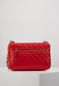 Guess - MELISE SHOULDER BAG - Bolso de mano - red - 4