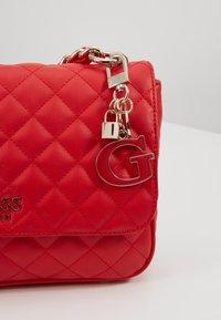 Guess - MELISE SHOULDER BAG - Bolso de mano - red - 3