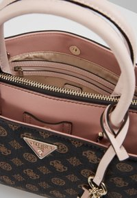 Guess - MADDY GIRLFRIEND SATCHEL - Håndtasker - brown - 5