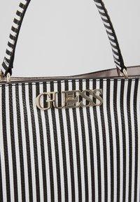 Guess - UPTOWN CHIC - Handtas - white/black - 6