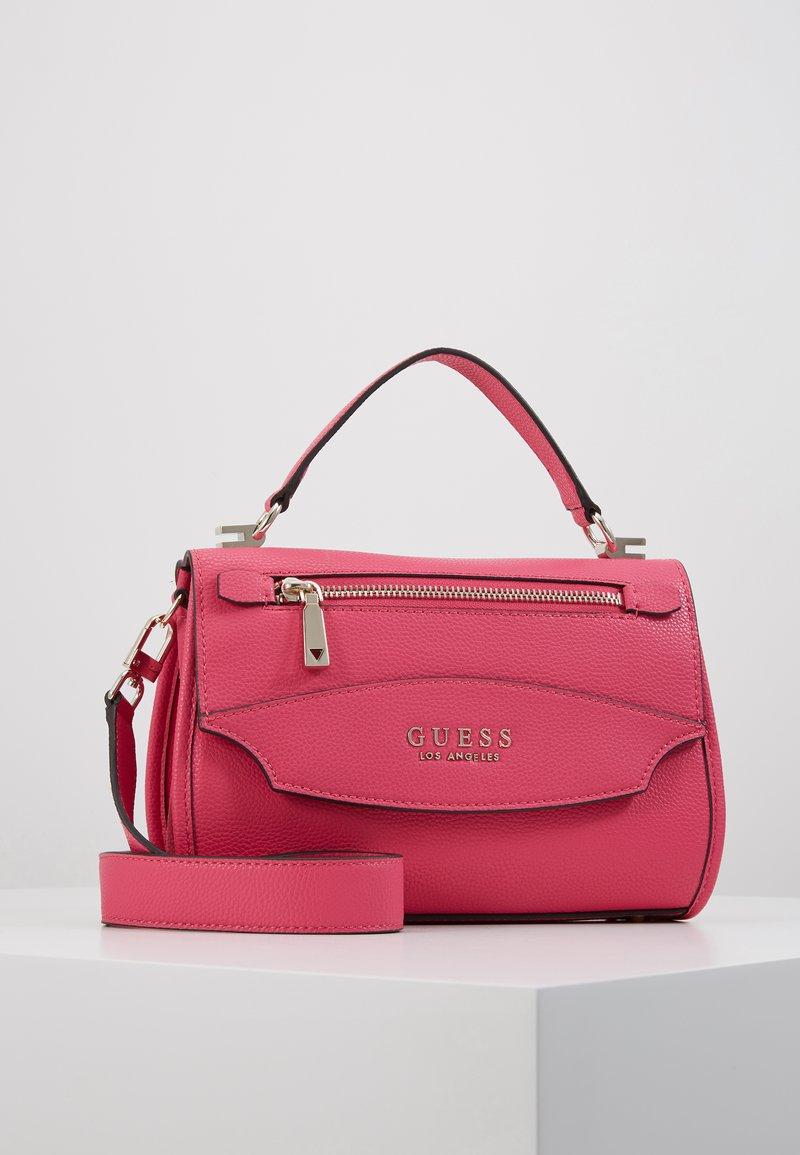 Guess - LIAS TOP HANDLE FLAP - Bolso de mano - pink