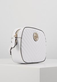 Guess - KAMRYN CROSSBODY TOP ZIP - Across body bag - white - 3