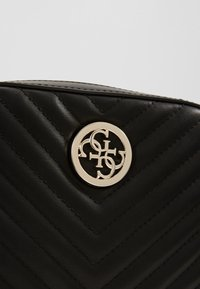 Guess - KAMRYN CROSSBODY TOP ZIP - Sac bandoulière - black - 2