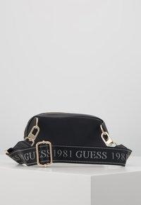 Guess - MANHATTAN BELT BAG - Heuptas - black - 3
