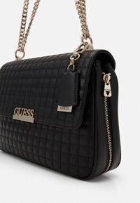 Guess - MATRIX SHOULDER BAG - Bolso de mano - black - 5