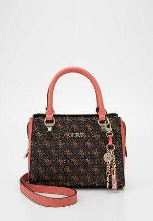 CAMY SMALL GIRLFRIEND SATCHEL - Håndtasker - brown