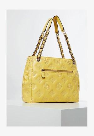 GUESS HANDTASCHE GUESS CHIC EINGEPRÄGTES LOGO - Handbag - gelb