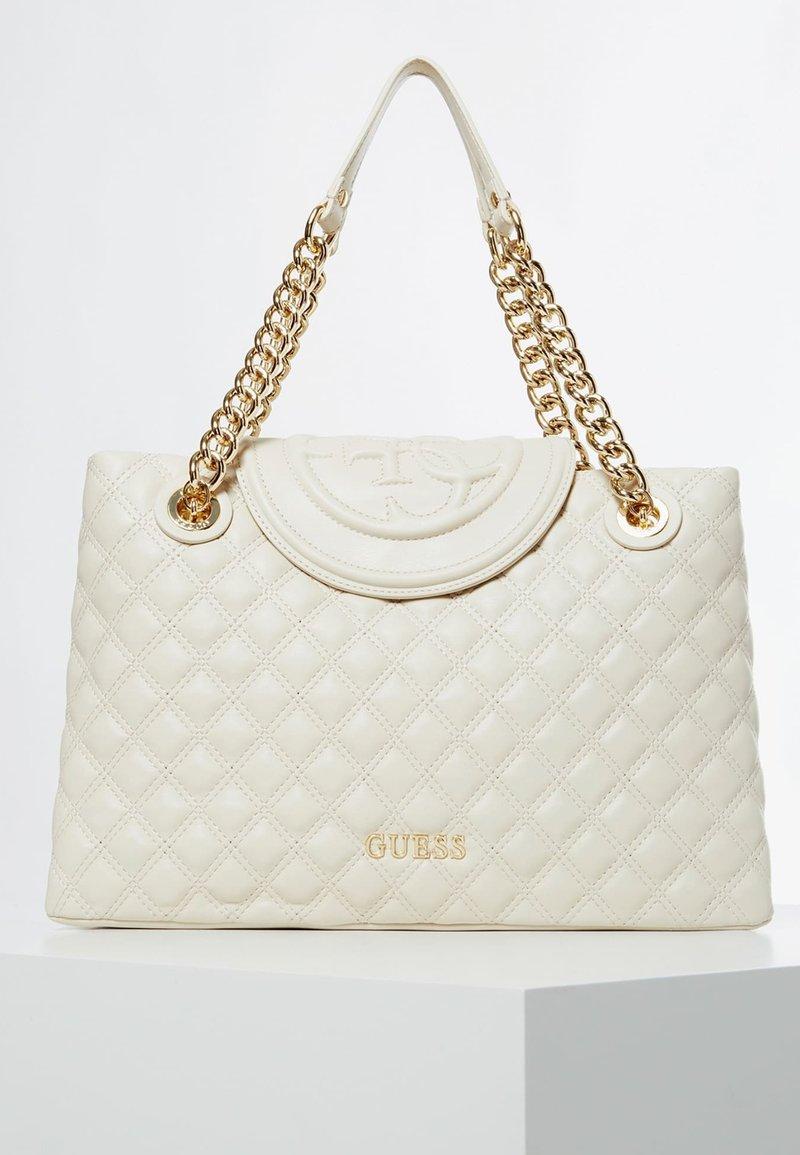 Guess - CHARLIZE STEPPED 4G LOGO - Handbag - weiß