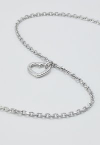Guess - HEARTED CHAIN - Naszyjnik - silver-coloured - 4