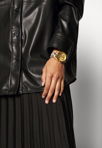 Guess - WONDERLUST - Horloge - gold-coloured - 0