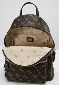Guess - LEEZA SMALL BACKPACK - Ryggsäck - brown - 4