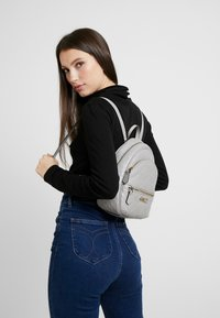 Guess - WILONA BACKPACK - Mochila - cloud - 1