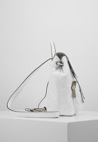 Guess - ASTRID BACKPACK - Batoh - white - 3