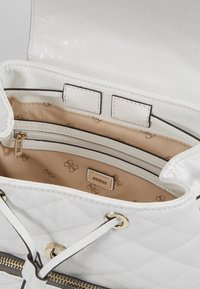 Guess - ASTRID BACKPACK - Batoh - white - 4