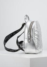 Guess - ZANA BACKPACK - Reppu - silver - 3