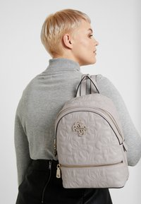 Guess - NEW WAVE BACKPACK - Reppu - moonstone - 1