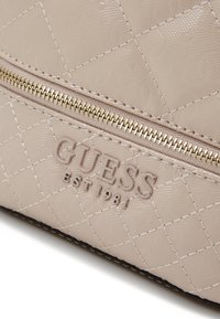 Guess - QUEENIE BACKPACK - Batoh - nude - 3