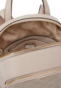 Guess - QUEENIE BACKPACK - Batoh - nude - 2