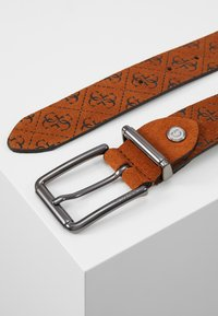 Guess - MANHATTAN ADJUSTABLE BELT - Pásek - cognac - 3