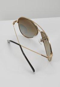 Guess - Sluneční brýle - gold-coloured/green gradient - 4