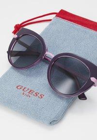 Guess - INJECTED - Gafas de sol - black/pink - 2