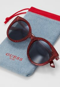 Guess - INJECTED - Sunglasses - red - 2
