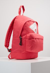 Guess - BACKPACK - Batoh - raquel rose