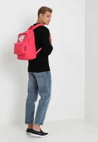 Guess - BACKPACK - Batoh - raquel rose - 1