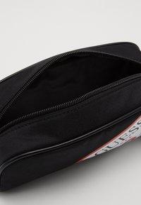 Guess - UNISEX SMALL POUCH - Pencil case - jet black - 4