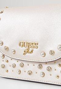 Guess - CROSSBODY FLAP - Across body bag - perlato - 2
