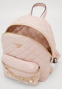Guess - STACIE SMALL - Rugzak - rose - 2