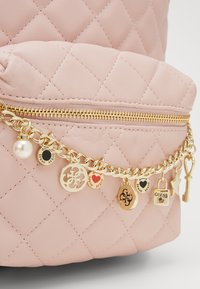 Guess - STACIE SMALL - Rugzak - rose - 3