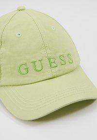 Guess - BASEBALL - Lippalakki - lemon peel - 2