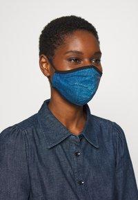 Guess - FACE MASK - Maschera in tessuto - denim logo print - 2
