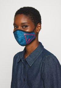 Guess - FACE MASK - Maschera in tessuto - denim logo print - 1