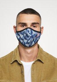 Guess - FACE MASK - Masque en tissu - full triangle - 3