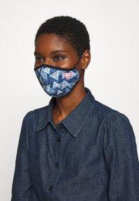 Guess - FACE MASK - Masque en tissu - full triangle - 1