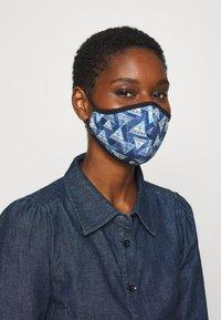 Guess - FACE MASK - Masque en tissu - full triangle - 2