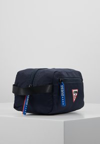 Guess - SMART UTILITY CASE - Trousse de toilette - navy - 4