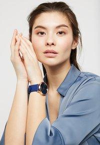 Guess - GENUINE DIAMOND - Hodinky - blue/rose - 2