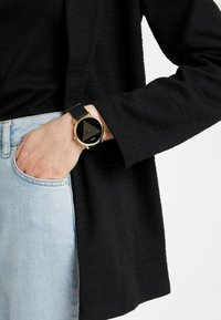 Guess - TREND - Watch - gold-coloured/black - 1