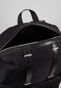 Guess - NEW MILANO BACKPACK - Tagesrucksack - black - 5