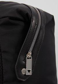 Guess - NEW MILANO BACKPACK - Tagesrucksack - black - 6