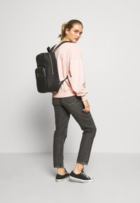 Guess - DAN LOGO BACKPACK - Reppu - black - 2