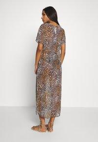 Guess - DRESS BEACHWR WOMAN - Accessoire de plage - brown - 2