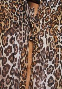 Guess - DRESS BEACHWR WOMAN - Accessoire de plage - brown - 6